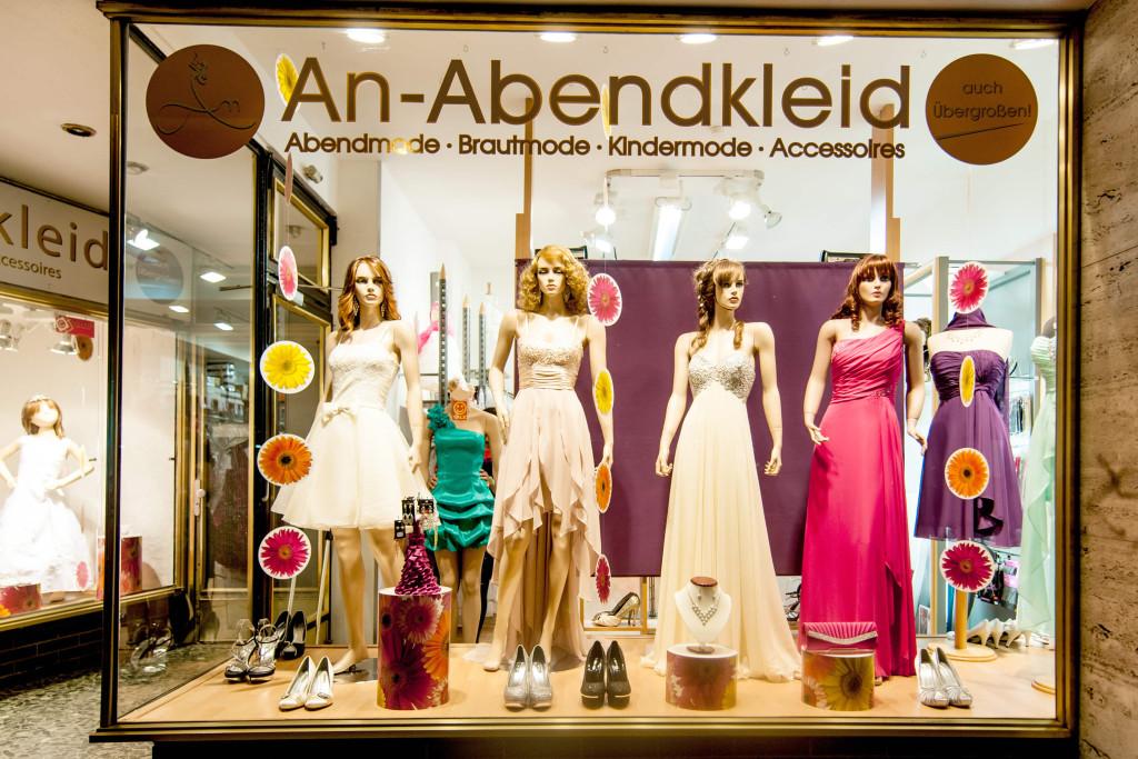 Geschaeft-Front An Abendkleid Aachen